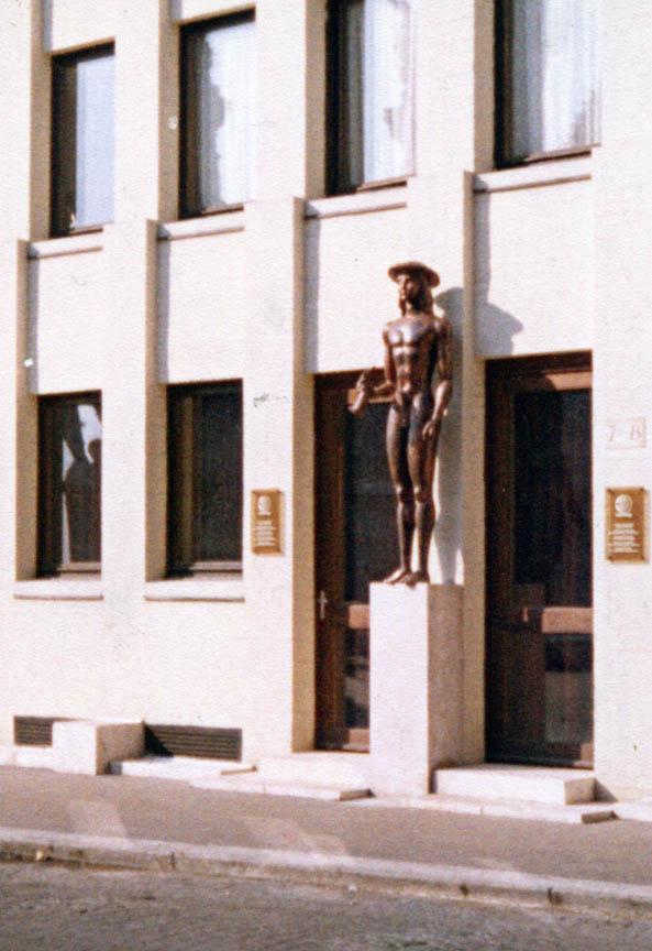 Ερμής, 1981, σφυρήλατος χαλκός, Szentháromság, Βουδαπέστη