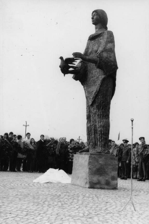 Το Μνημείο της Απελευθέρωσης, 1975, σφυρήλατος χαλκός, ύψος 500 εκ., πόλη Τισσαφύρεντ, Ουγγαρία