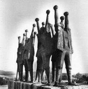 Μνημείο Μαρτύρων, 1964, μπρούτζος, 175 x 350 εκ., Βουδαπέστη