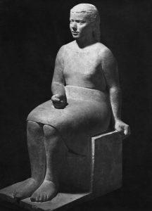 Καθήμενη κόρη, 1944, πωρόλιθος, ύψος 120 εκ., Εθνικό Μουσείο Σουηδίας, Στοκχόλμη
