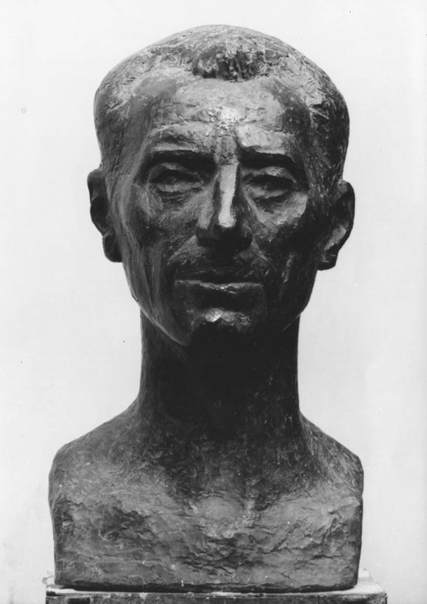 Προτομή του Ζολιό Κιουρί, 1960, μόλυβδος, ύψος 60 εκ., ιδιωτική συλλογή