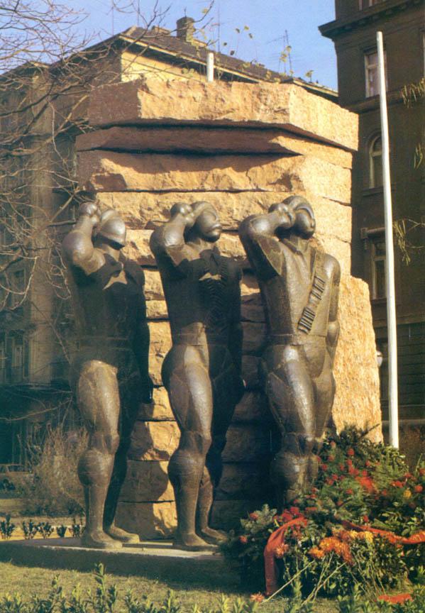 Μνημείο των Ούγγρων Εθελοντών της Διεθνούς Ταξιαρχίας, 1969-70, σφυρήλατος χαλκός, ύψος 350 εκ., Βουδαπέστη